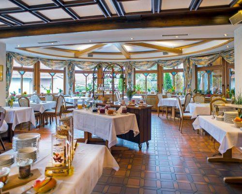 hotel-ochsen-seelbach-fruehstuecksraum_2